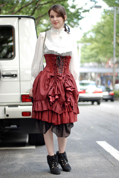 Japonês estranho com roupa esquisita 21