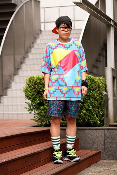 Japonês estranho com roupa esquisita 22