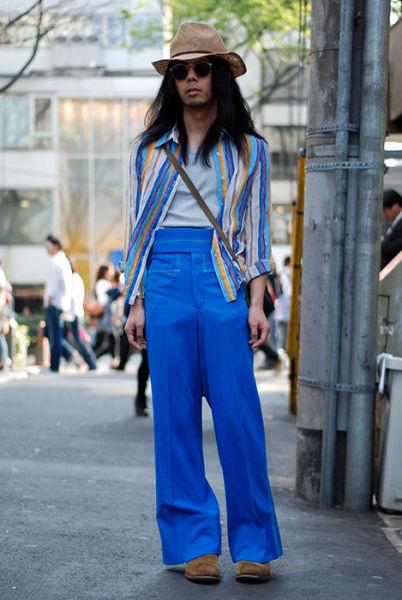 Japonês estranho com roupa esquisita 25