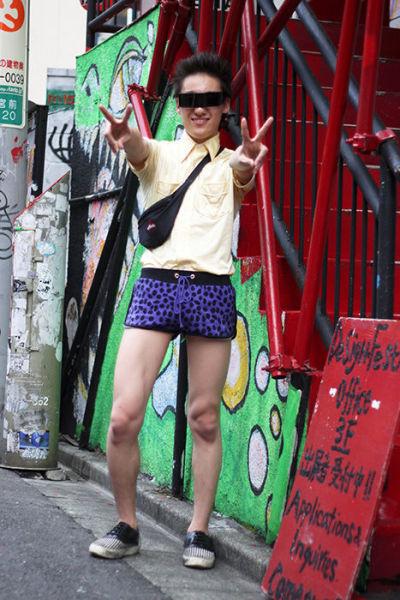 Japonês estranho com roupa esquisita 28