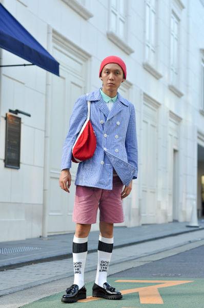 Japonês estranho com roupa esquisita 31