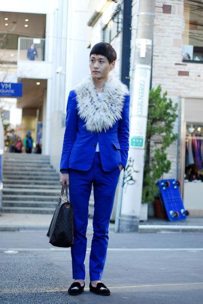 Japonês estranho com roupa esquisita 33