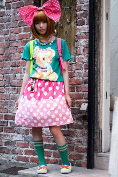 Japonês estranho com roupa esquisita 34