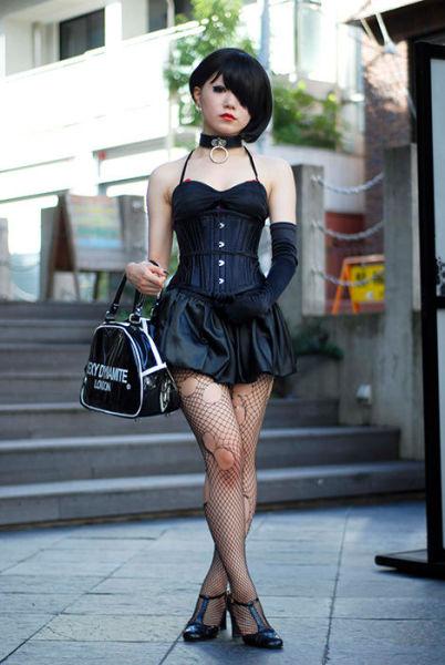 Japonês estranho com roupa esquisita 35