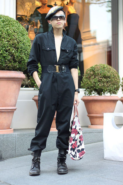 Japonês estranho com roupa esquisita 36