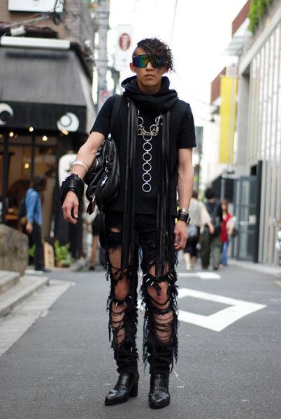 Japonês estranho com roupa esquisita 39
