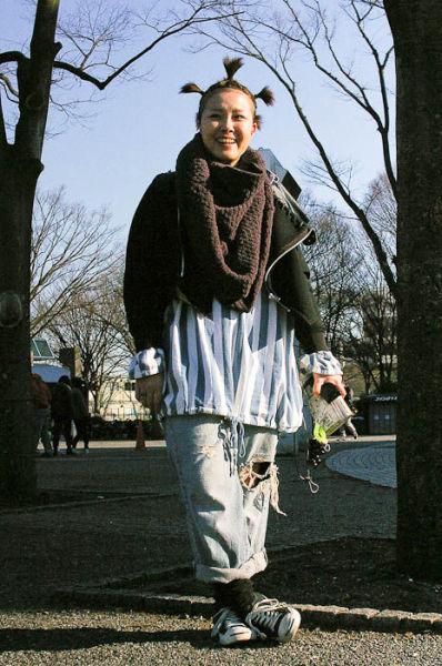 Japonês estranho com roupa esquisita 40