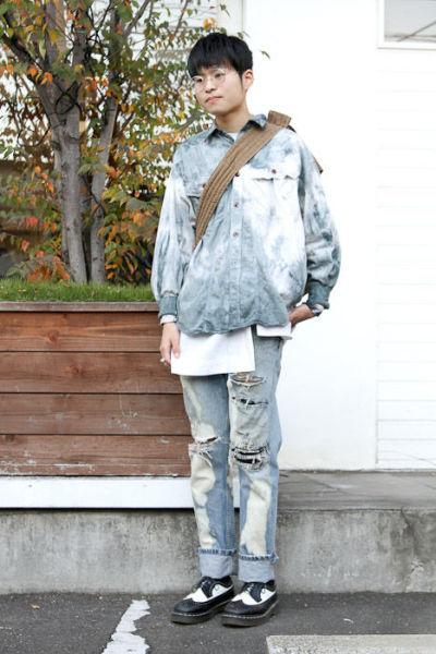 Japonês estranho com roupa esquisita 41