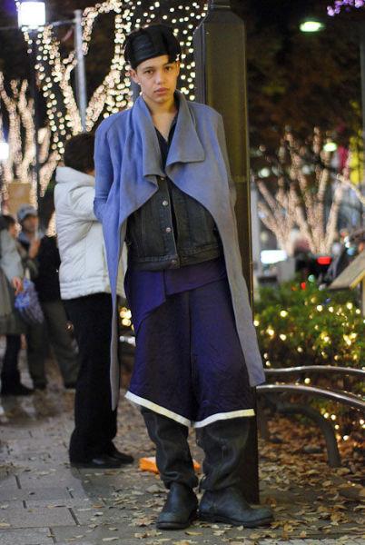 Japonês estranho com roupa esquisita 46