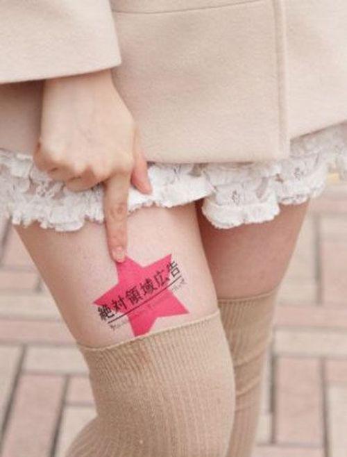Jovens japonesas alugam suas pernas nuas como espaço publicitário 09