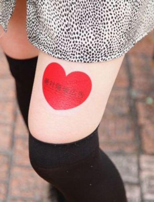 Jovens japonesas alugam suas pernas nuas como espaço publicitário 11