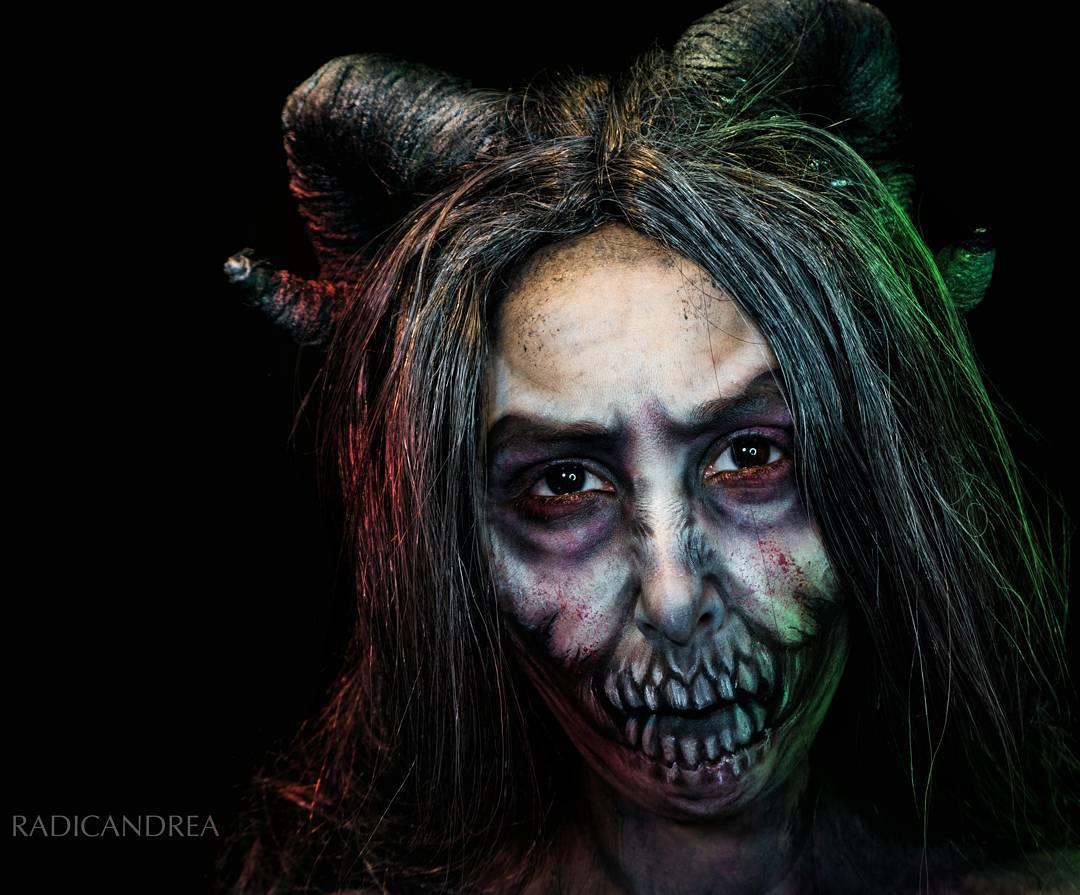 Esta maquiadora se transforma em terr�veis monstros de pesadelo 12