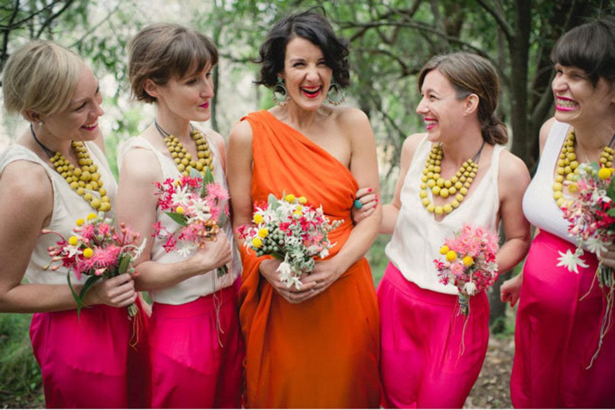 25 noivas deslumbrantes que fugiram do branco na hora de escolher seu vestido 01