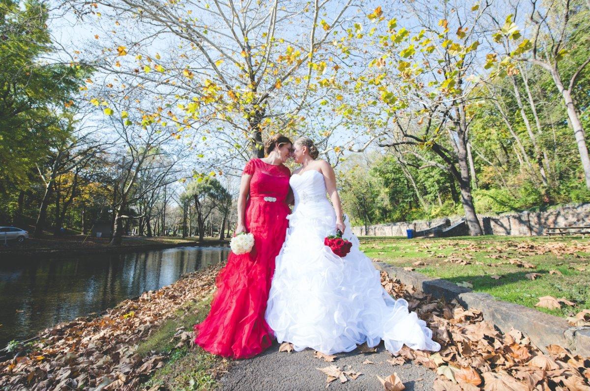 25 noivas deslumbrantes que fugiram do branco na hora de escolher seu vestido 08