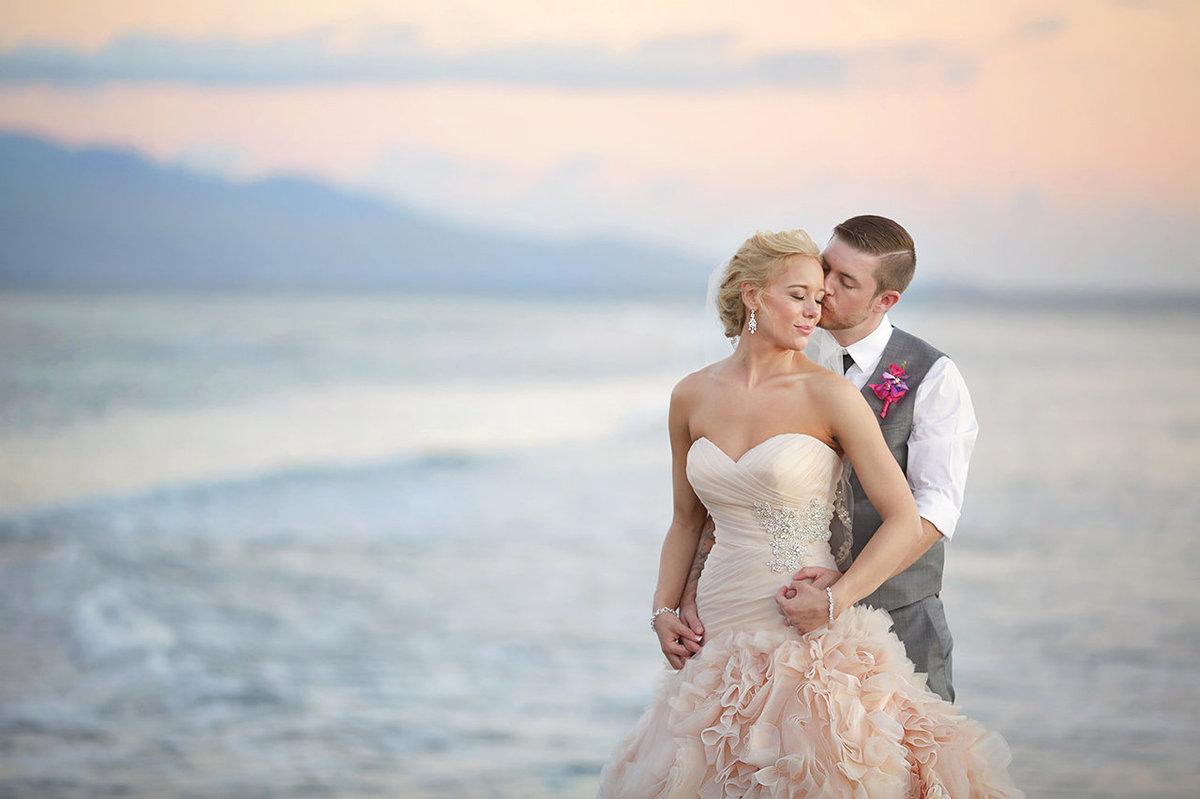 25 noivas deslumbrantes que fugiram do branco na hora de escolher seu vestido 20