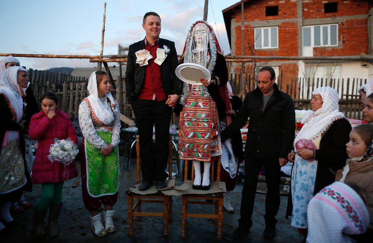 27 belas fotos de vestidos tradicionais de casamentos por todo o mundo 03