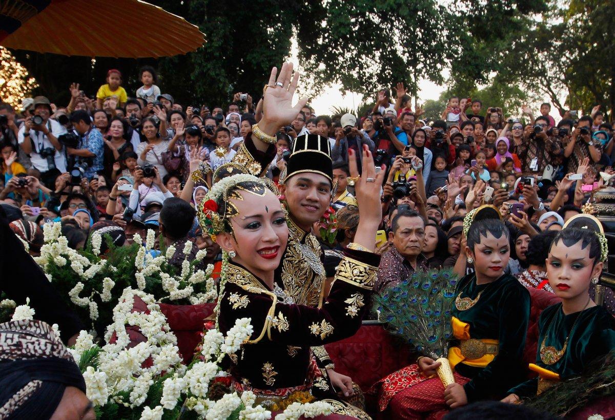 27 belas fotos de vestidos tradicionais de casamentos por todo o mundo 07