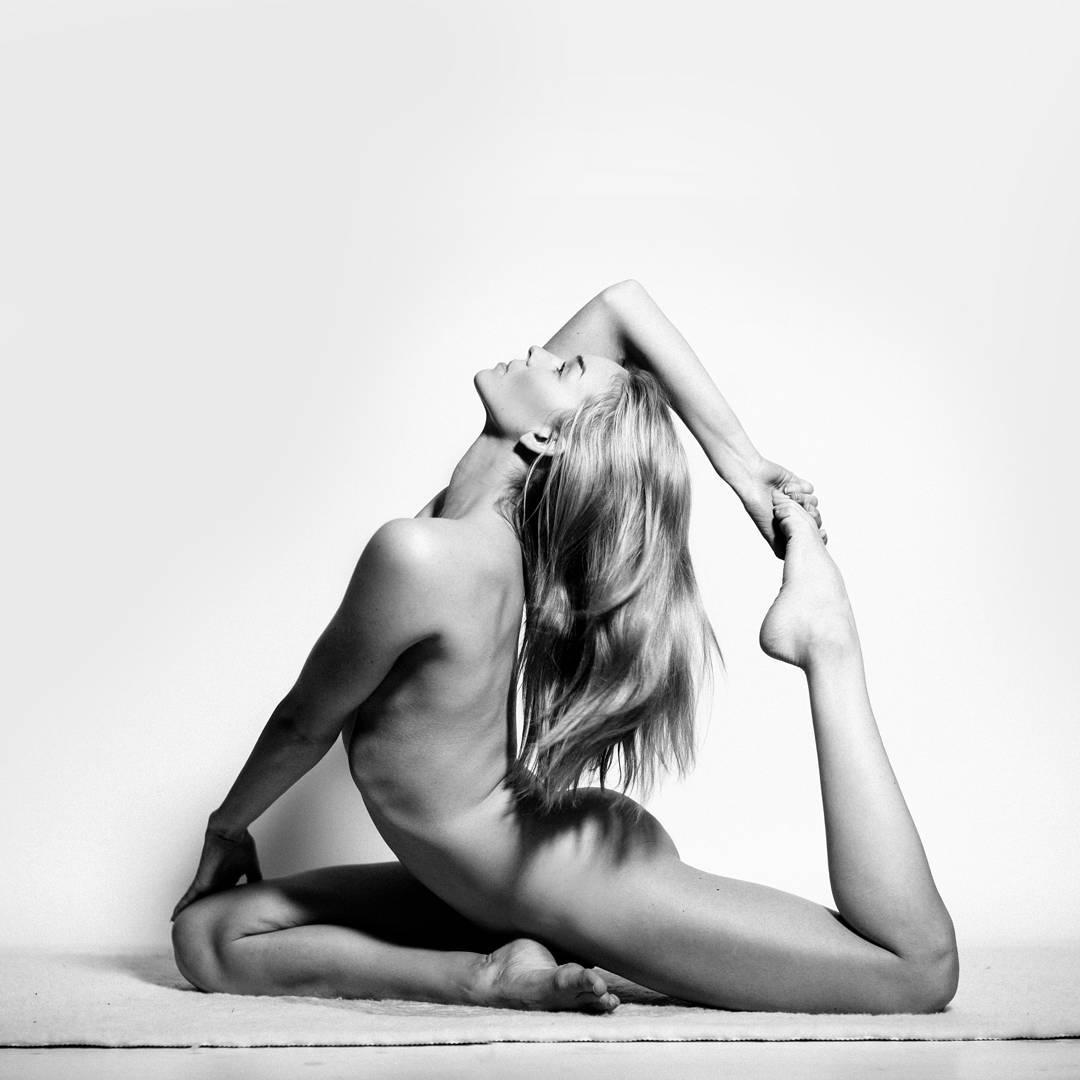 Esta iogue transforma seu corpo em arte sem violar as normas sobre nudez em Instagram 02