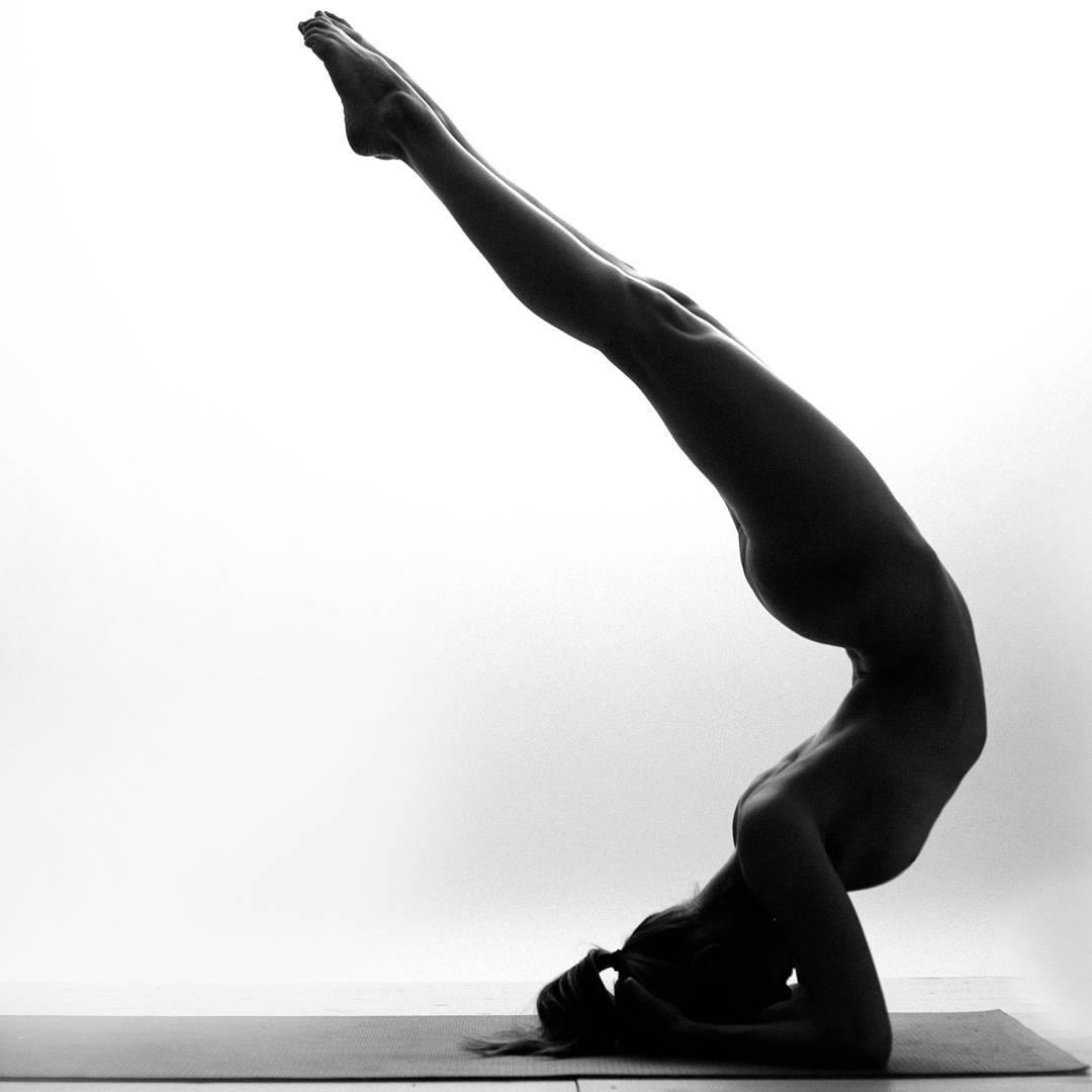 Esta iogue transforma seu corpo em arte sem violar as normas sobre nudez em Instagram 10