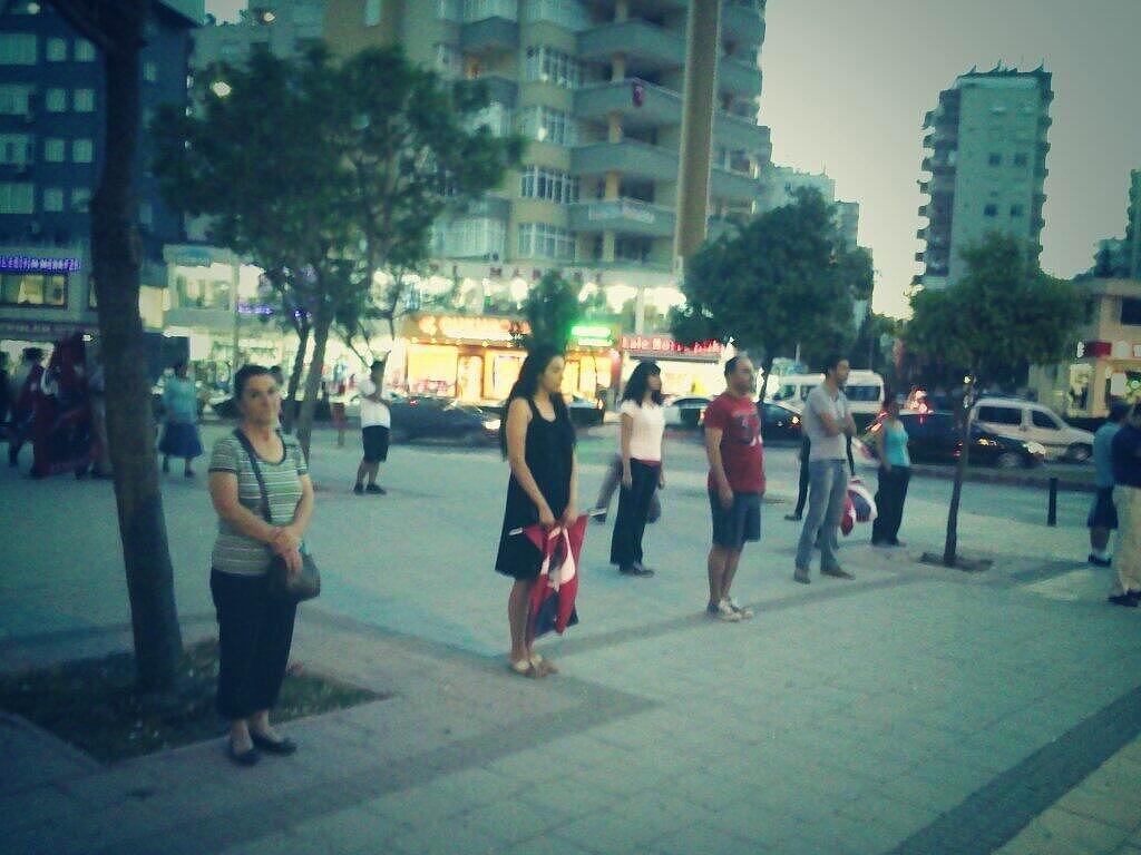 #Duranadam - O 'homem em pé', uma nova forma de protesto pacífico em Istambul 17