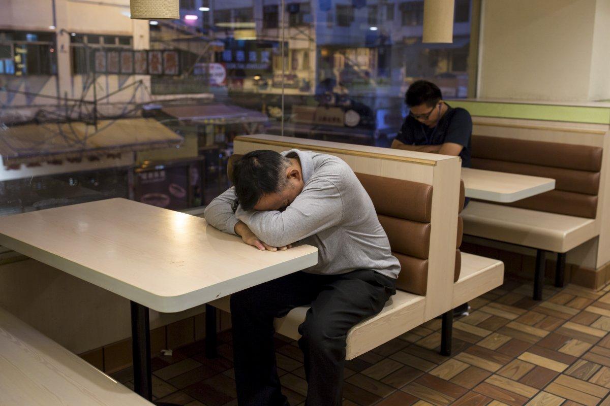 McRefugiados - os pobres de Hong Kong que utilizam o McDonald's como casa