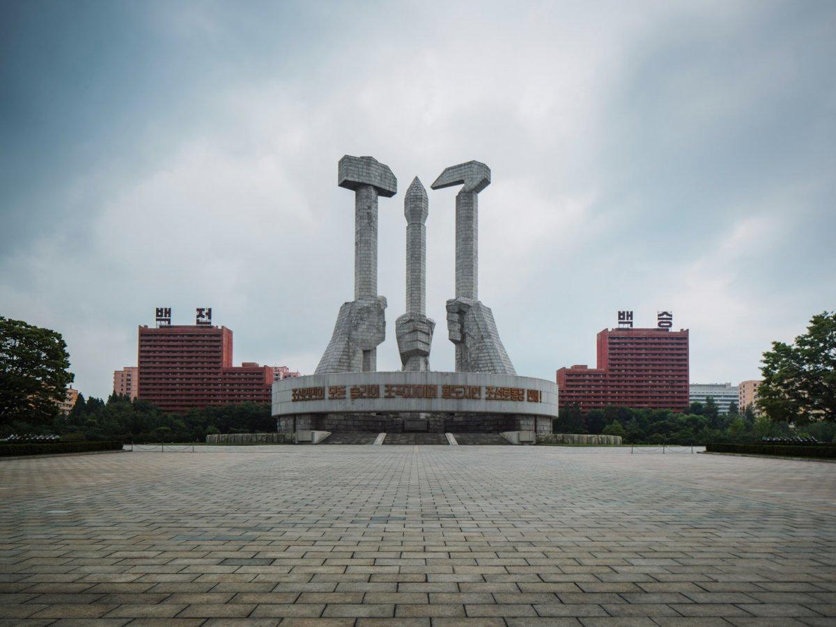 Fotos surreais da capital da Coreia do Norte em uma excursão sancionada pelo Estado