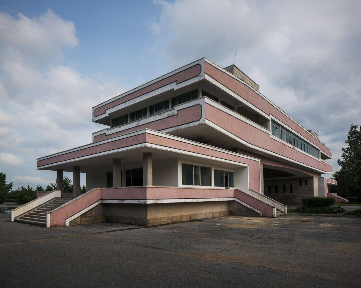 Fotos surreais da capital da Coreia do Norte em uma excursão sancionada pelo Estado 02