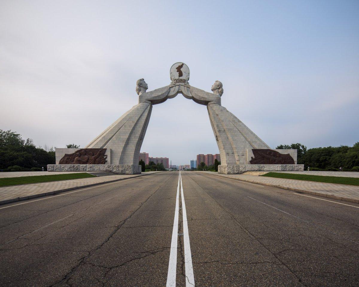 Fotos surreais da capital da Coreia do Norte em uma excursão sancionada pelo Estado 04