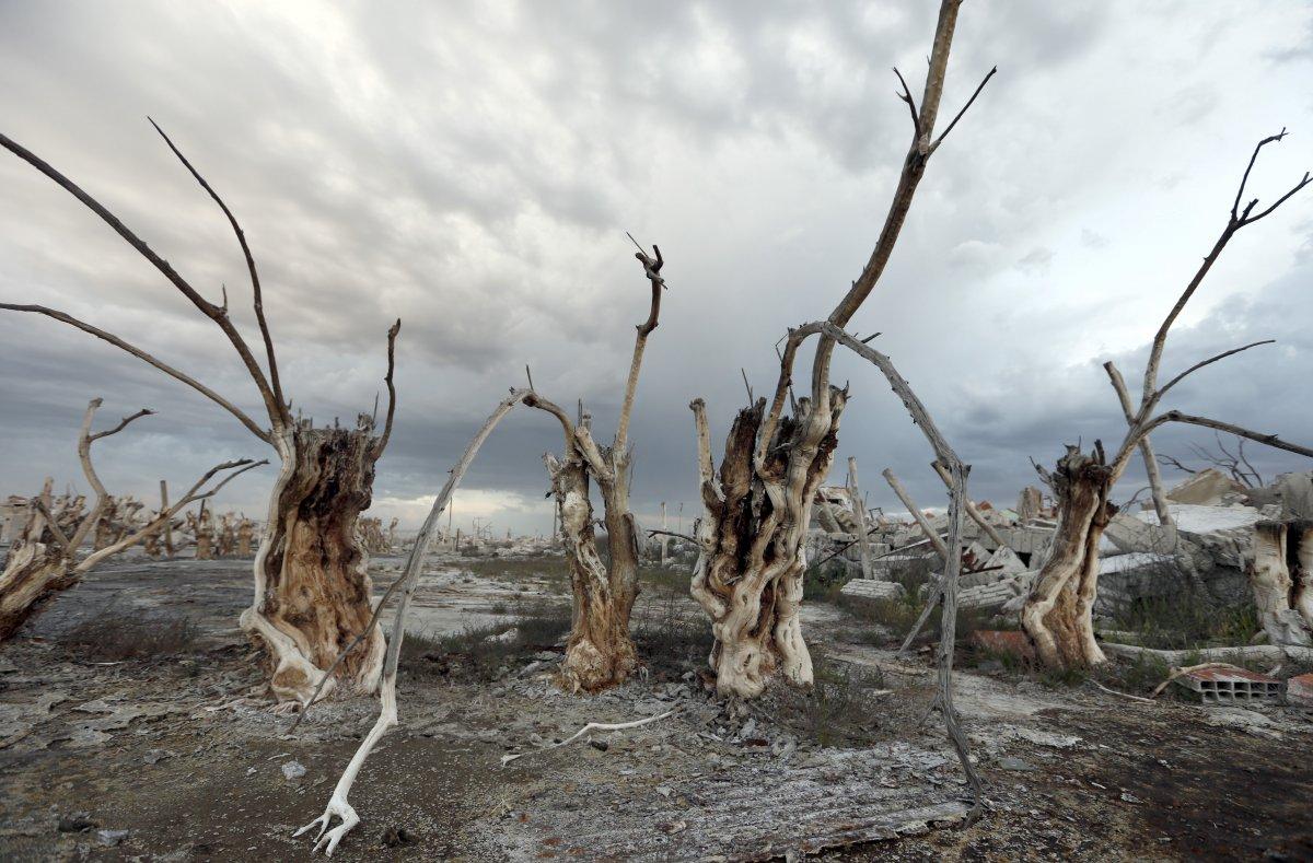 Uma cidade fantasma emerge das águas de uma enchente que aconteceu há 30 anos, na Argentina 08