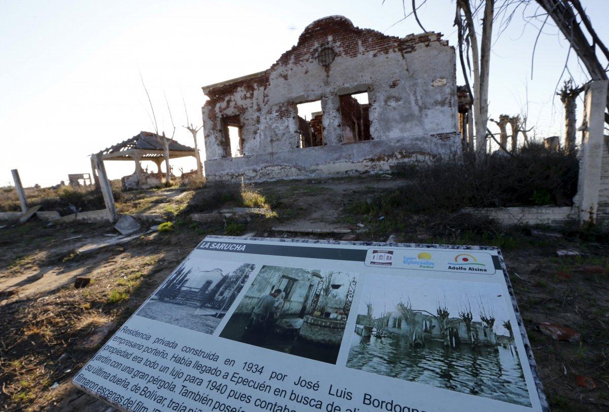 Uma cidade fantasma emerge das águas de uma enchente que aconteceu há 30 anos, na Argentina 10