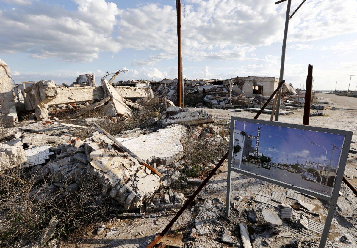 Uma cidade fantasma emerge das águas de uma enchente que aconteceu há 30 anos, na Argentina 19
