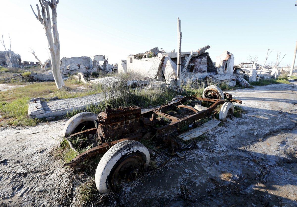 Uma cidade fantasma emerge das águas de uma enchente que aconteceu há 30 anos, na Argentina 20