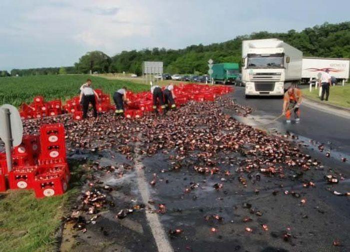 Acidente com um carregamento de cerveja na europa 02