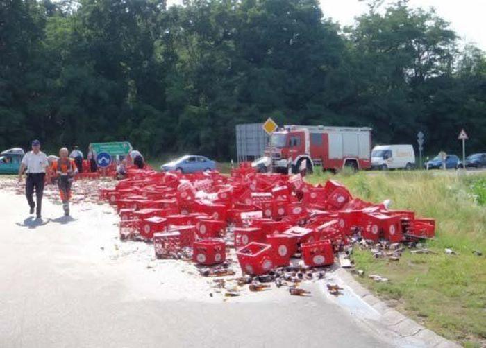 Acidente com um carregamento de cerveja na europa 07