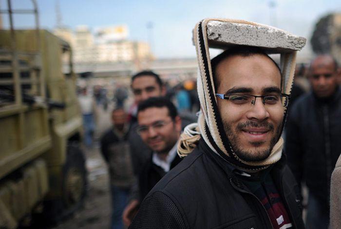 Usando qualquer cois para proteger a cabeça 06