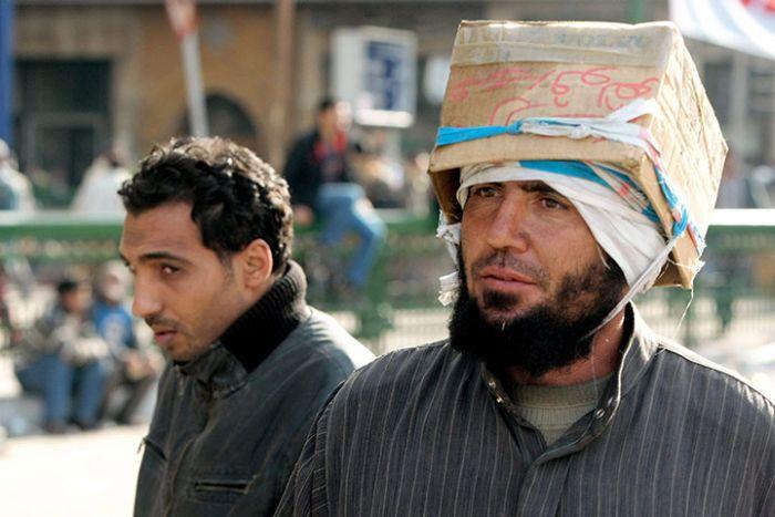 Usando qualquer cois para proteger a cabeça 07