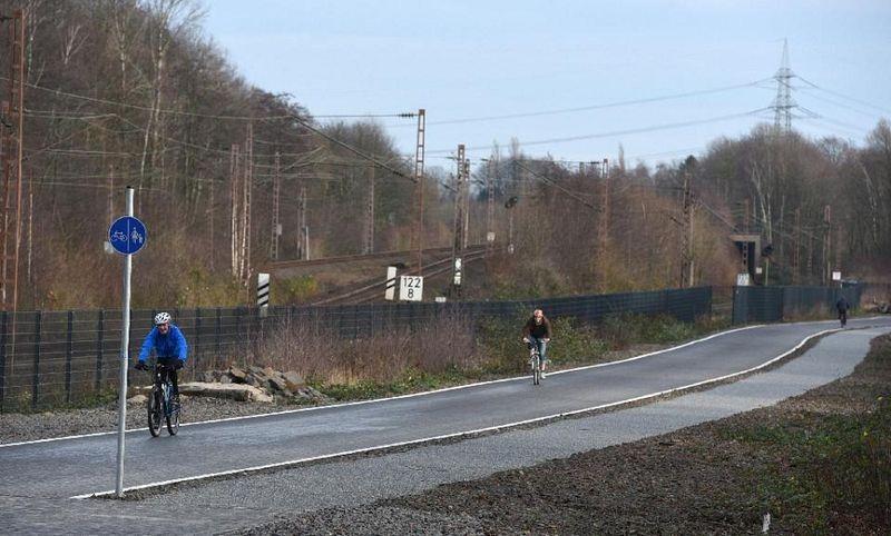 Alemanha inaugura parte de uma rodovia para bicicletas de 100 quil�metros