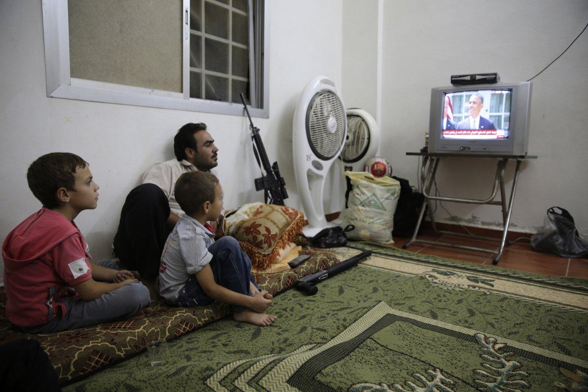 22 fotos impressionantes que mostram como as pessoas assistem TV em todo o mundo 14