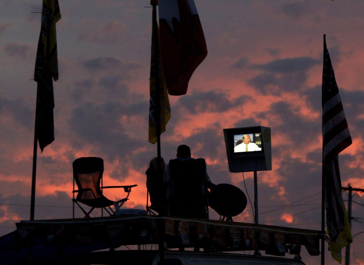 22 fotos impressionantes que mostram como as pessoas assistem TV em todo o mundo 16