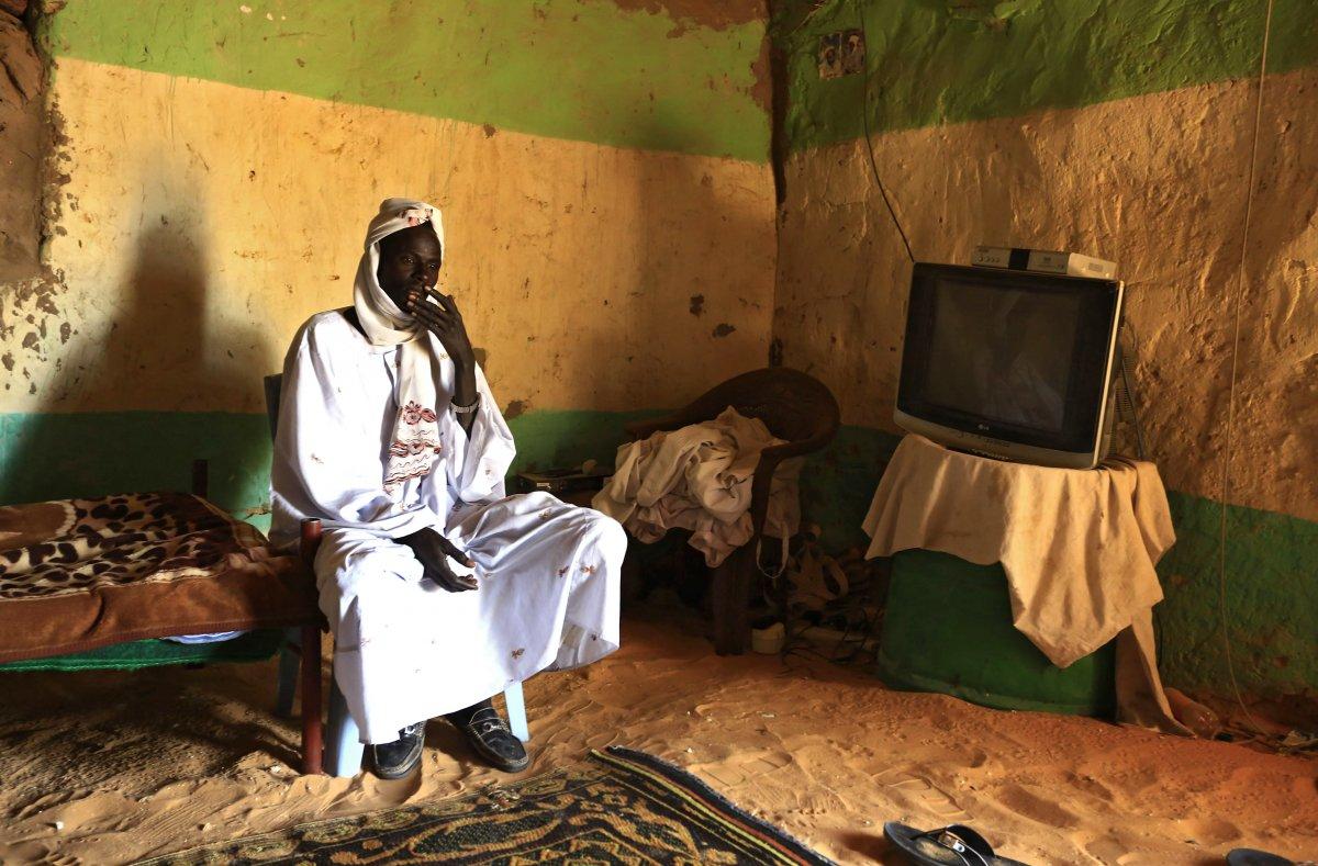 22 fotos impressionantes que mostram como as pessoas assistem TV em todo o mundo