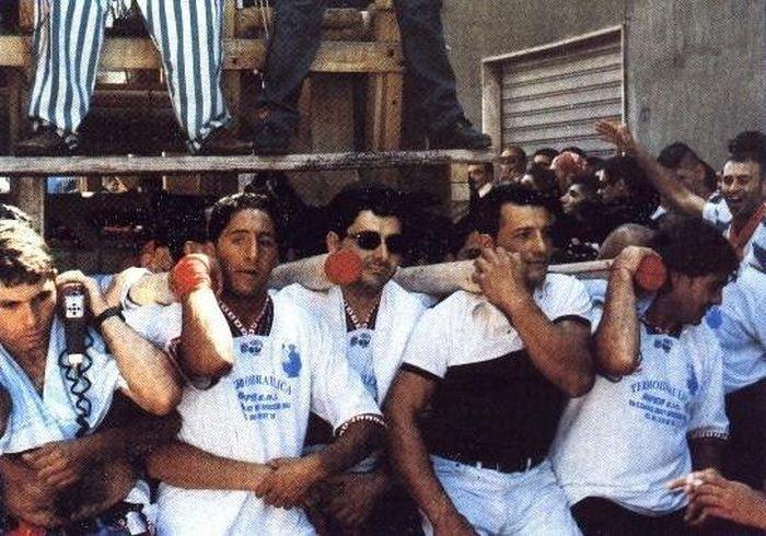 Deformidades físicas em nome da tradição: os Cullatori de Nola 09