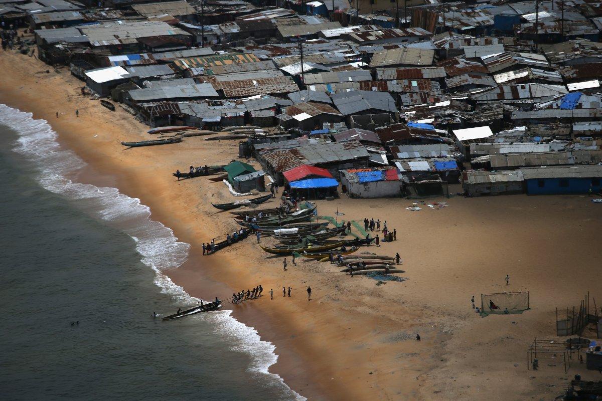 Estas 27 fotografias da zona quente da epidemia de Ebola na Libéria são horríveis 02