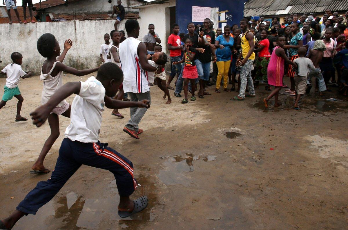 Estas 27 fotografias da zona quente da epidemia de Ebola na Libéria são horríveis 09