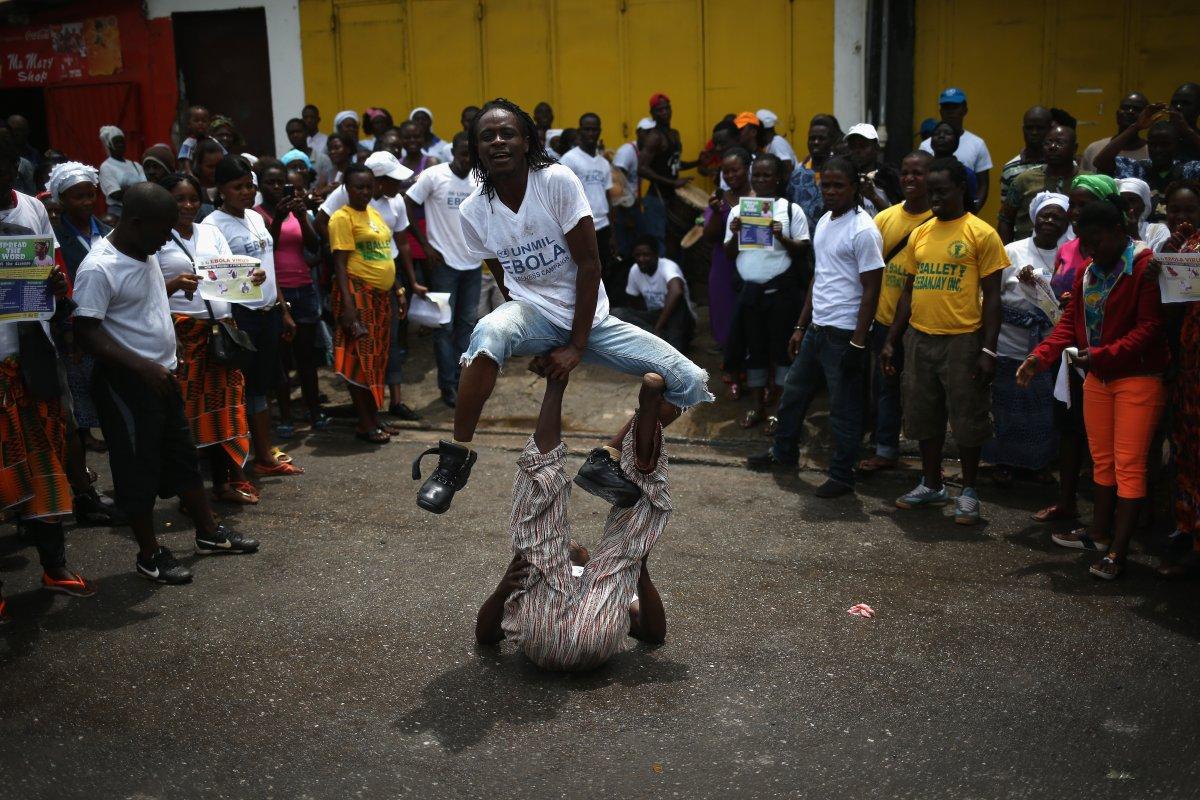 Estas 27 fotografias da zona quente da epidemia de Ebola na Libéria são horríveis 11