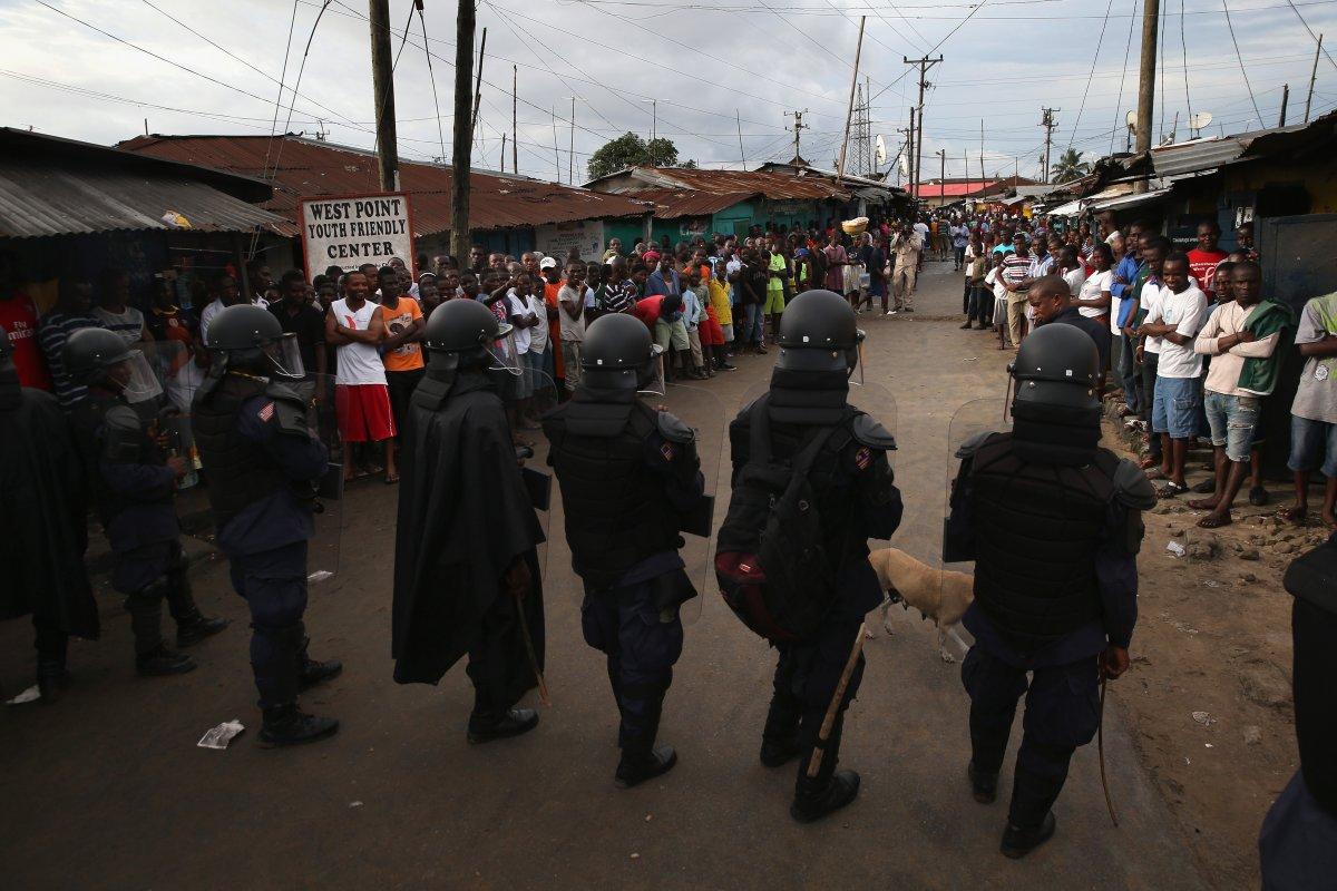 Estas 27 fotografias da zona quente da epidemia de Ebola na Libéria são horríveis 21