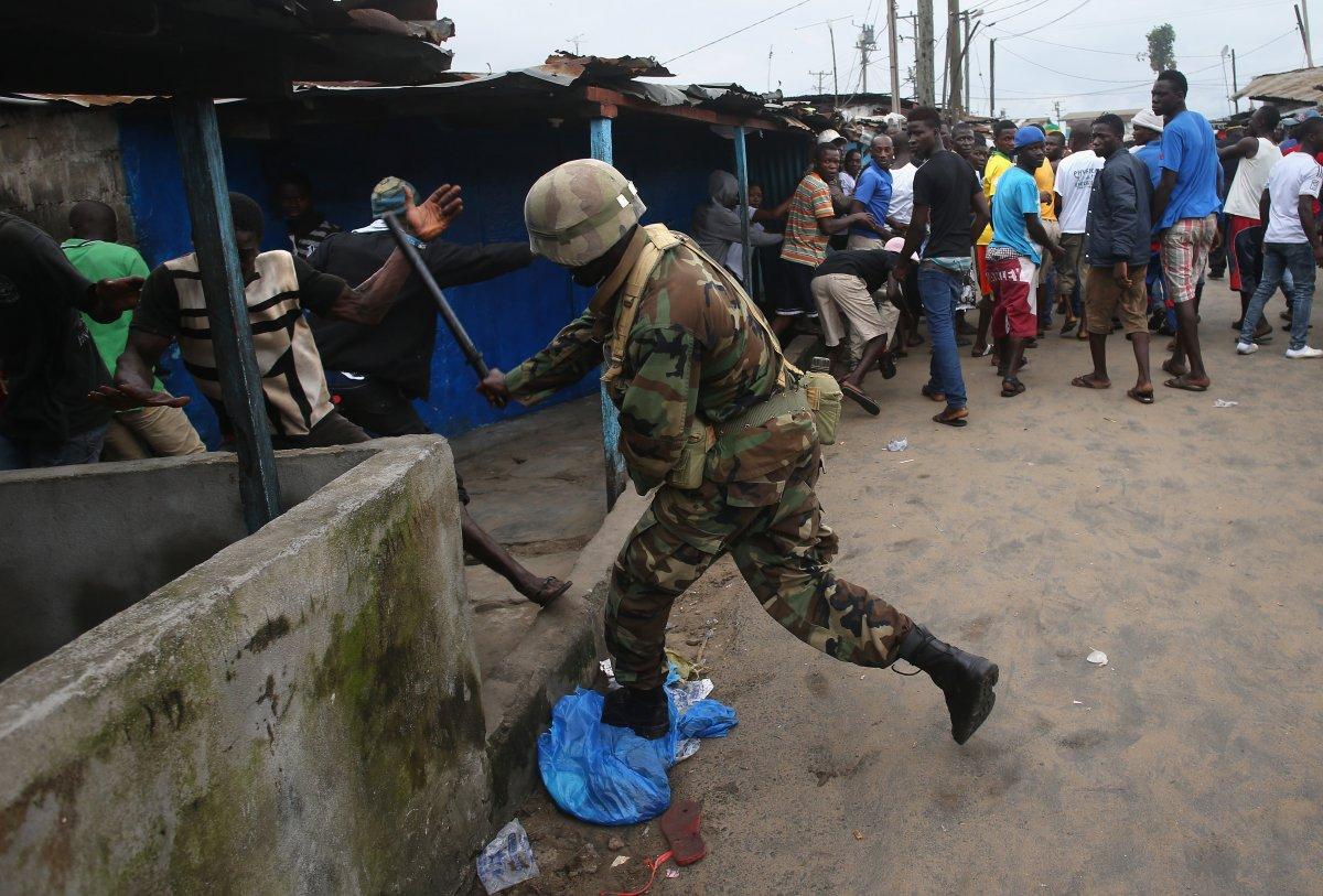 Estas 27 fotografias da zona quente da epidemia de Ebola na Libéria são horríveis