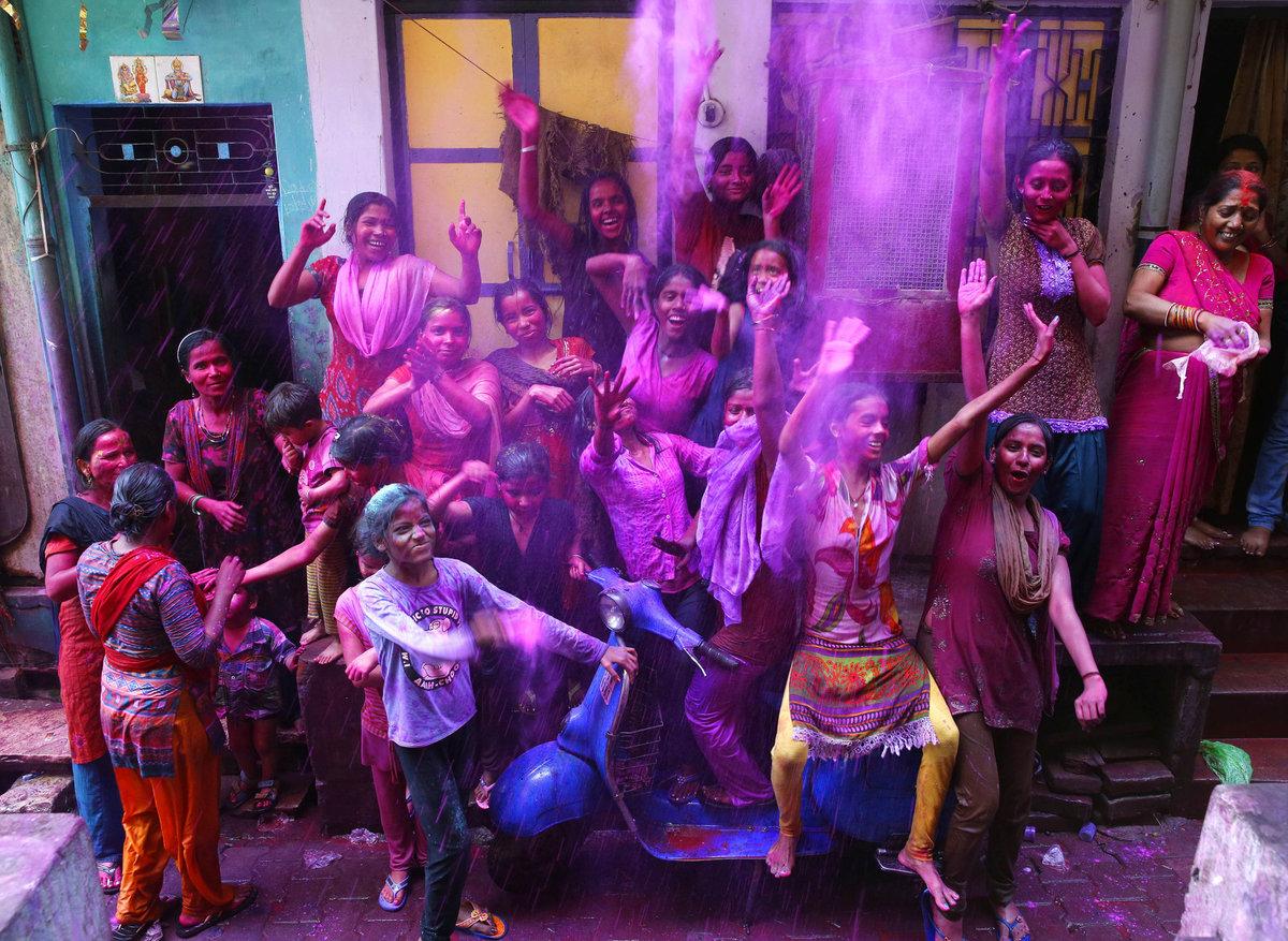 A Índia colorida celebra o festival de Holi 05