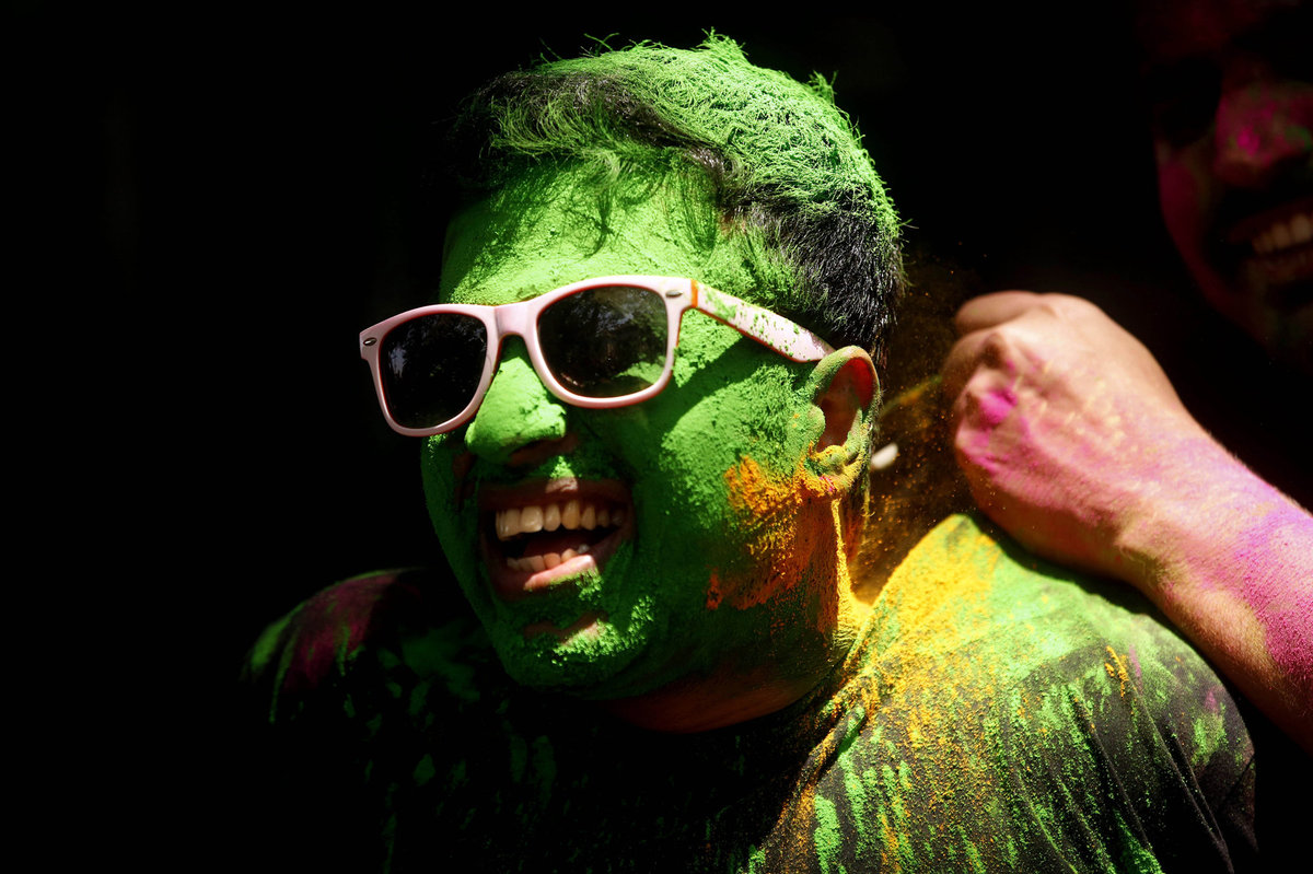 A Índia colorida celebra o festival de Holi 06