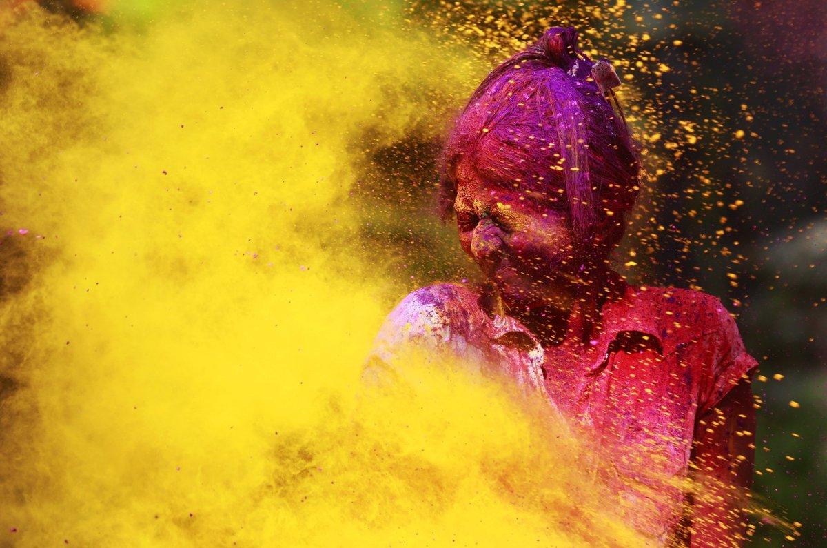 A Índia colorida celebra o festival de Holi 08