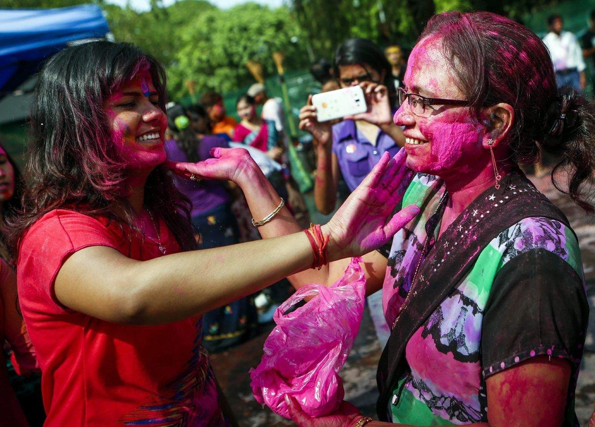 A Índia colorida celebra o festival de Holi 11